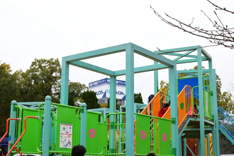 大阪城遊具広場の遊具の写真
