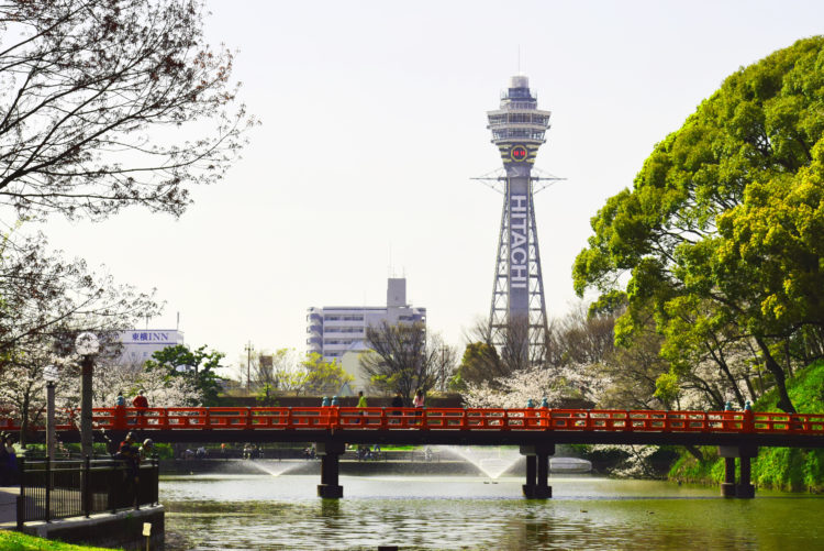 和気橋と通天閣の写真